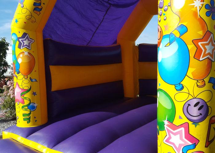 kid's bouncy castle